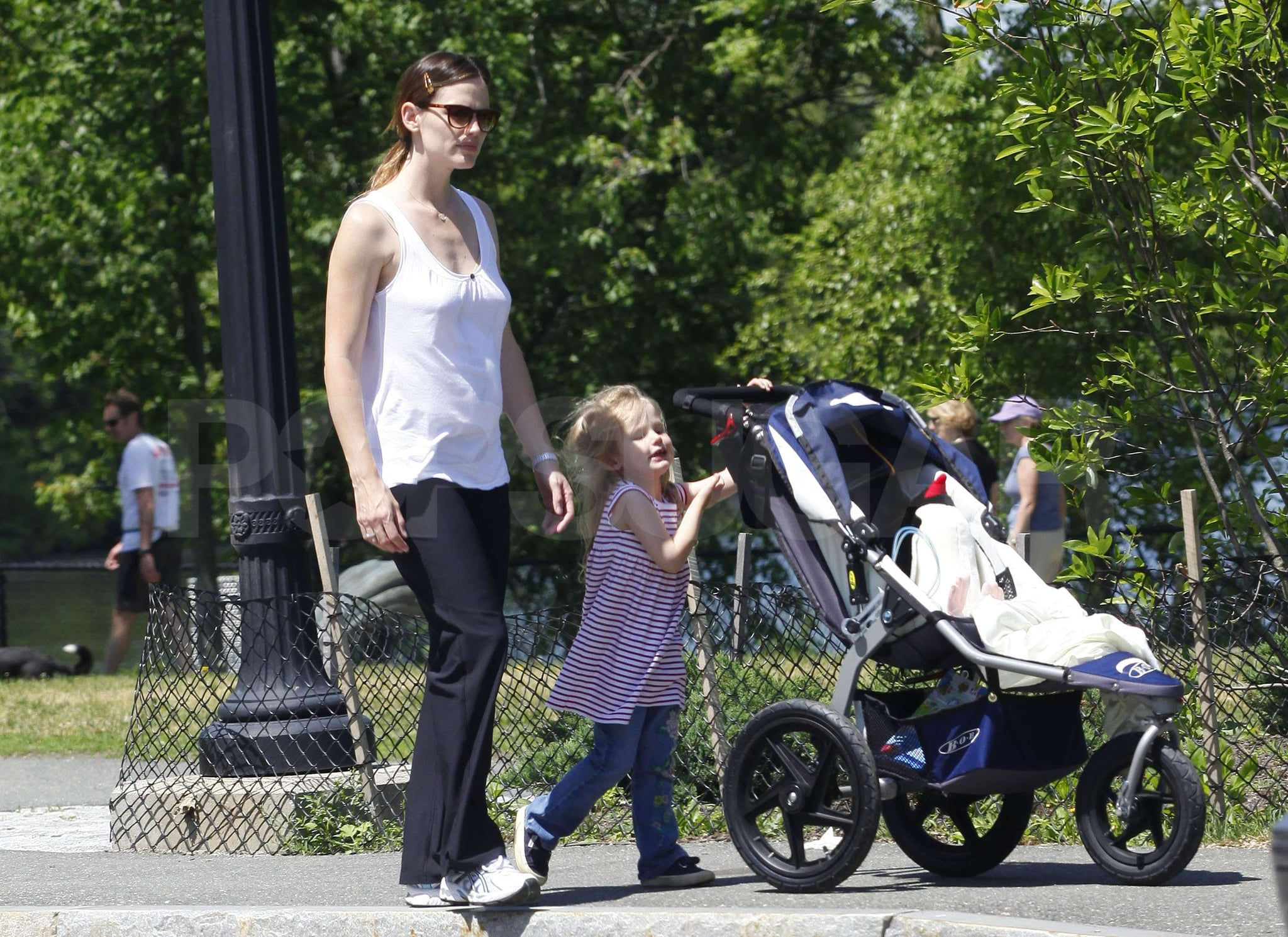 Photos of Ben Affleck and Jennifer Garner with Daughters ...