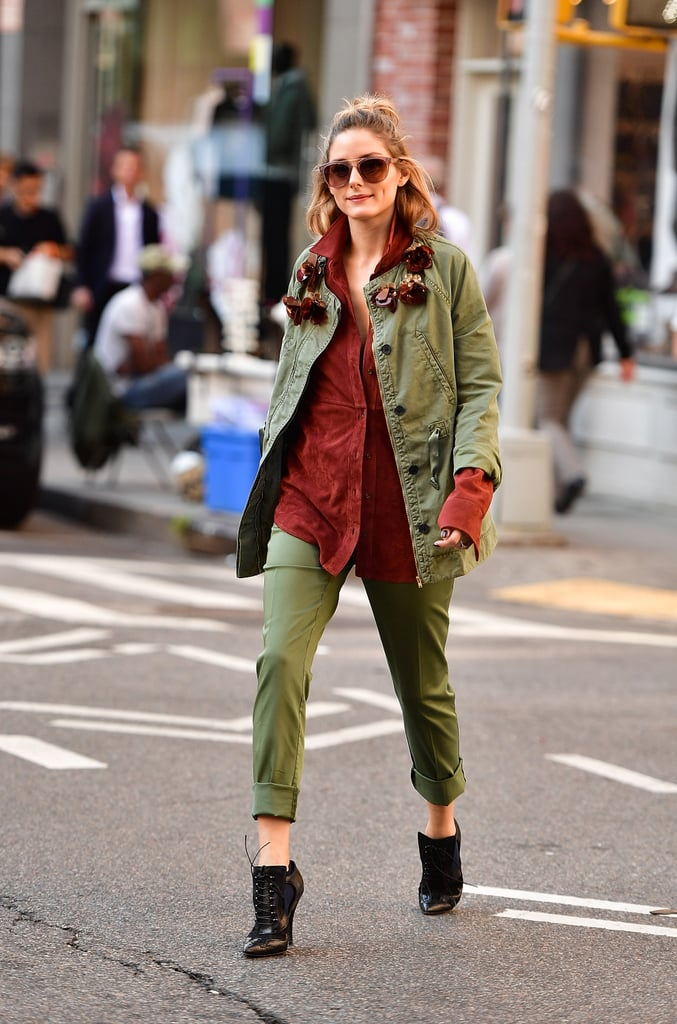 While a head-to-toe look in army green might overpower, Olivia broke it up with a brown button-down. The whole thing takes on a casual vibe, thanks to some strategic cuffing that show off the sleeves of her top, while the pants are cuffed above the ankle to put her shoes on display.