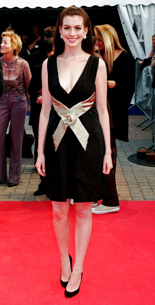 Looking chic in September 2006 at The Devil Wears Prada premiere in France.