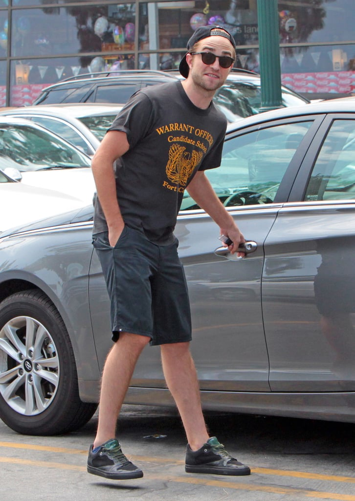 Robert Pattinson got into his car after grocery shopping.