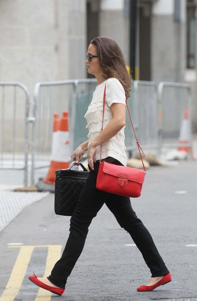 Pippa Middleton Pictures In London With A Red Bag