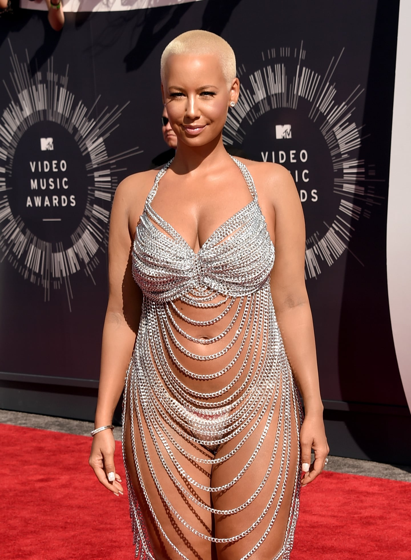 Amber Rose Leaves Almost Nothing to the Imagination on the VMAs Red Carpet