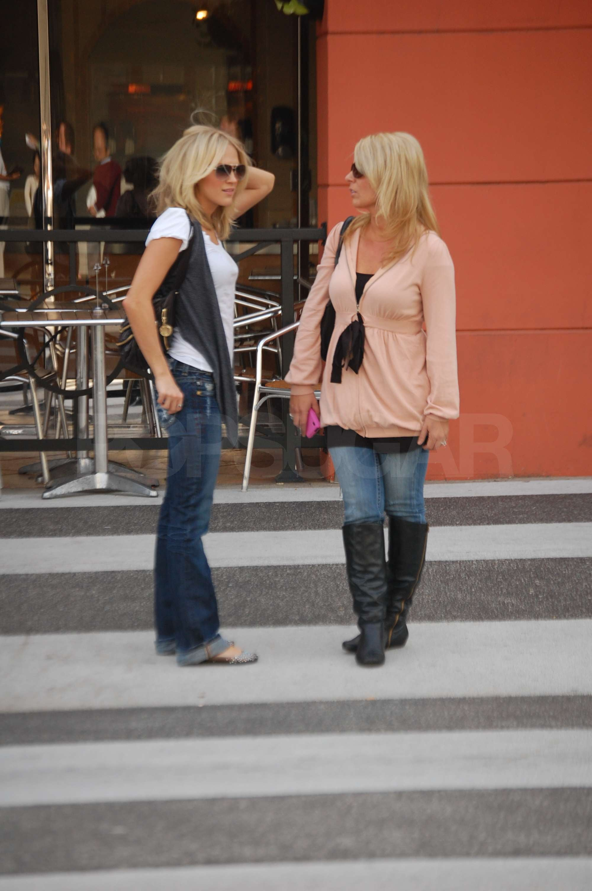 Photos Of Carrie Underwood Looking Casual Walking Around