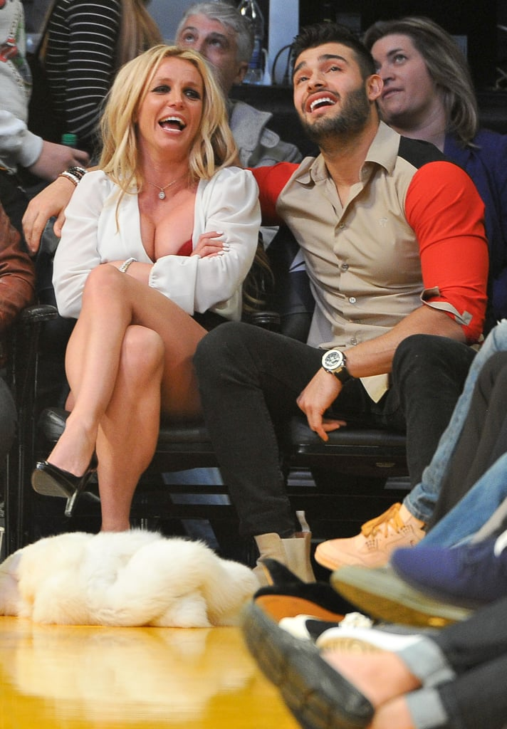Britney Spears Kissing Boyfriend at LA Lakers Game Nov. 2017