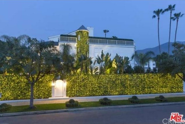Here's the Outrageous Estate Where Justin Bieber Lets Loose Between Purpose Tour Dates
