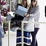 Jessica Simpson carried a package to lunch.