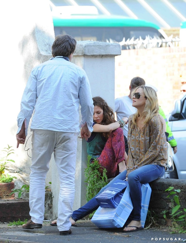 Kate Hudson and Anna Friel hung out on set in London.