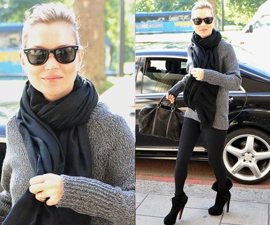 Photos de Kate Moss à Londres en gilet gris et leggings noirs