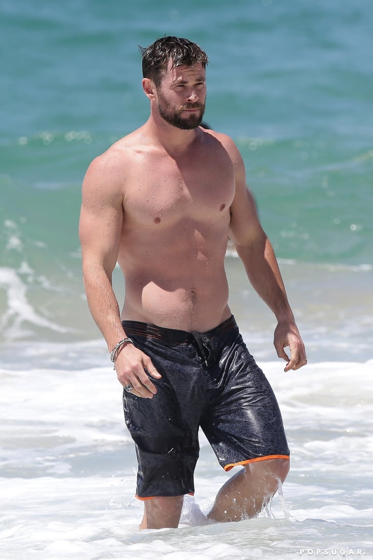 Chris Hemsworth Shirtless In Australia Pictures Oct 2017 -2696