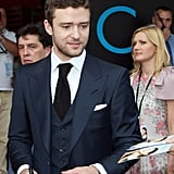 Justin Timberlake signed autographs in Moscow.