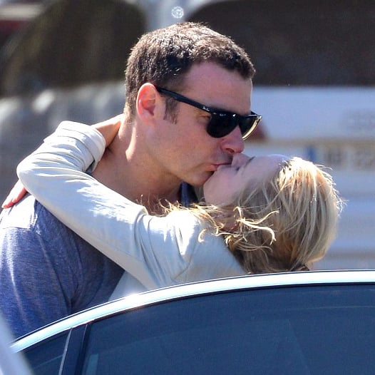 Naomi Watts Kissing Her Husband on Vacation Pictures