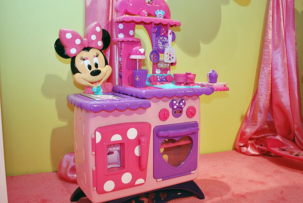 Toys For Tweens 2012 : Minnie mouse bowtastic kitchen toy fair photos