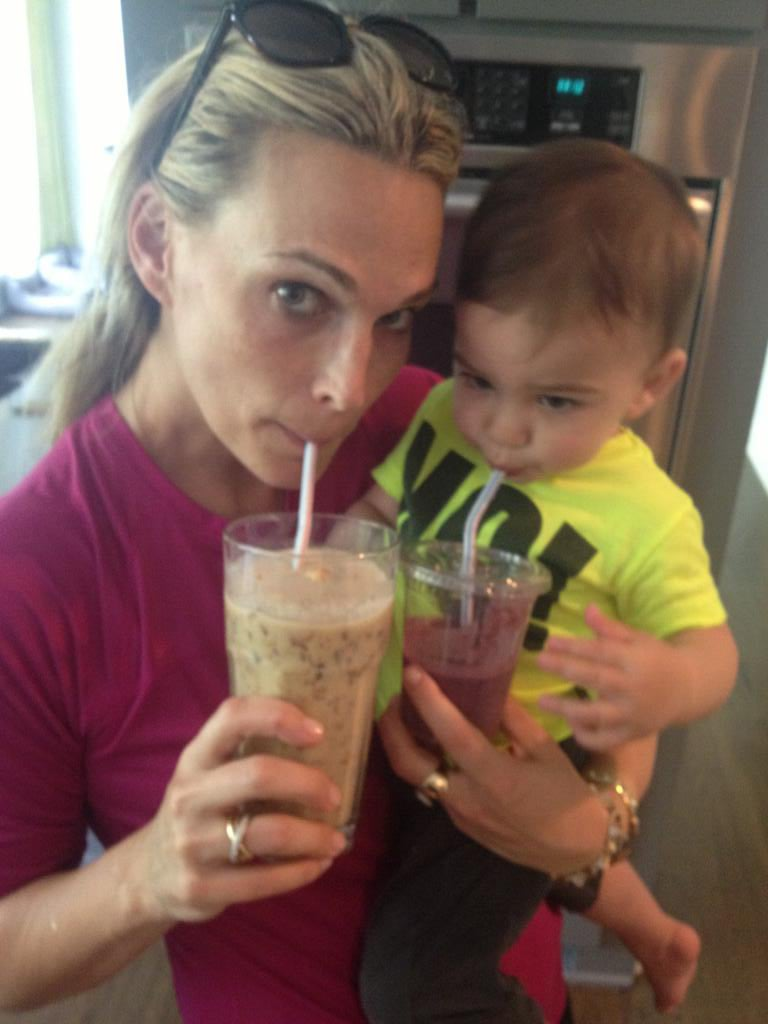 Molly Sims and little Brooks enjoyed smoothies together. Source: Twitter user MollyBSims