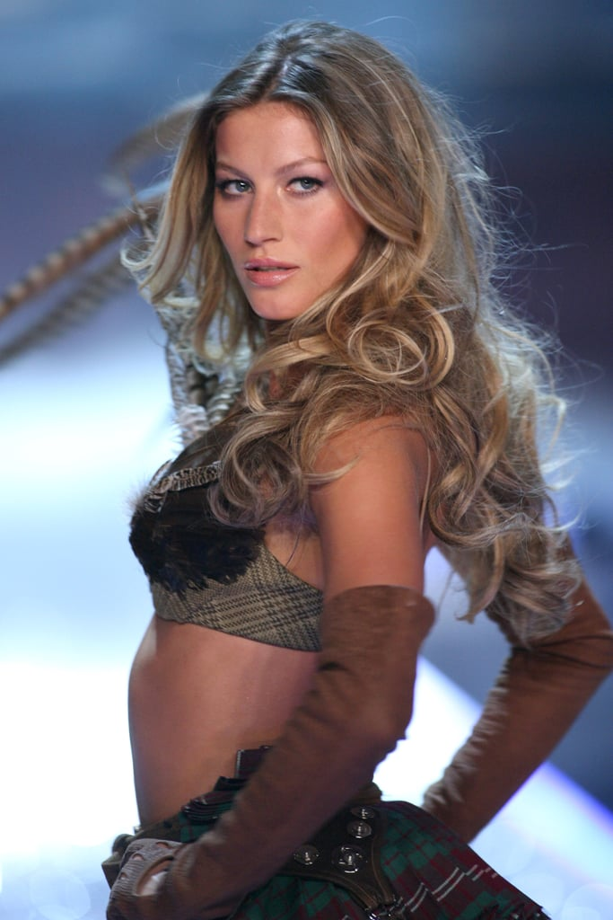 At the 2006 Victoria's Secret Fashion Show, Giselee wowed the crowd with big, bouncing curls and lots of volume.