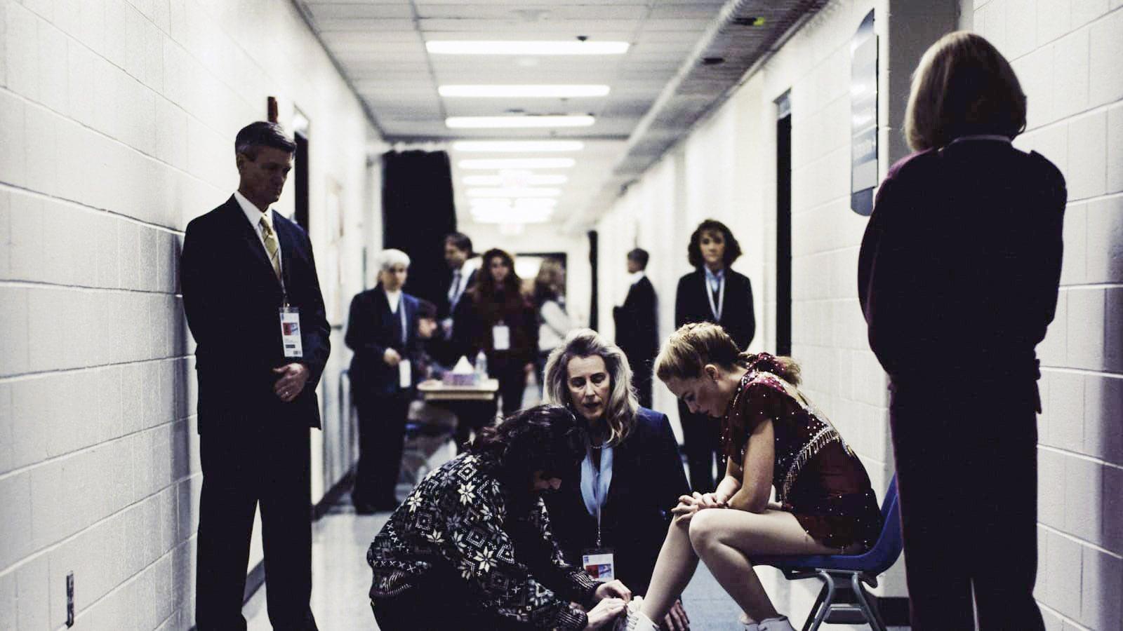 I, TONYA, Margot Robbie, as Tonya Harding (sitting), 2017.  30West /Courtesy Everett Collection