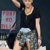 Miley Cyrus showed her new haircut.