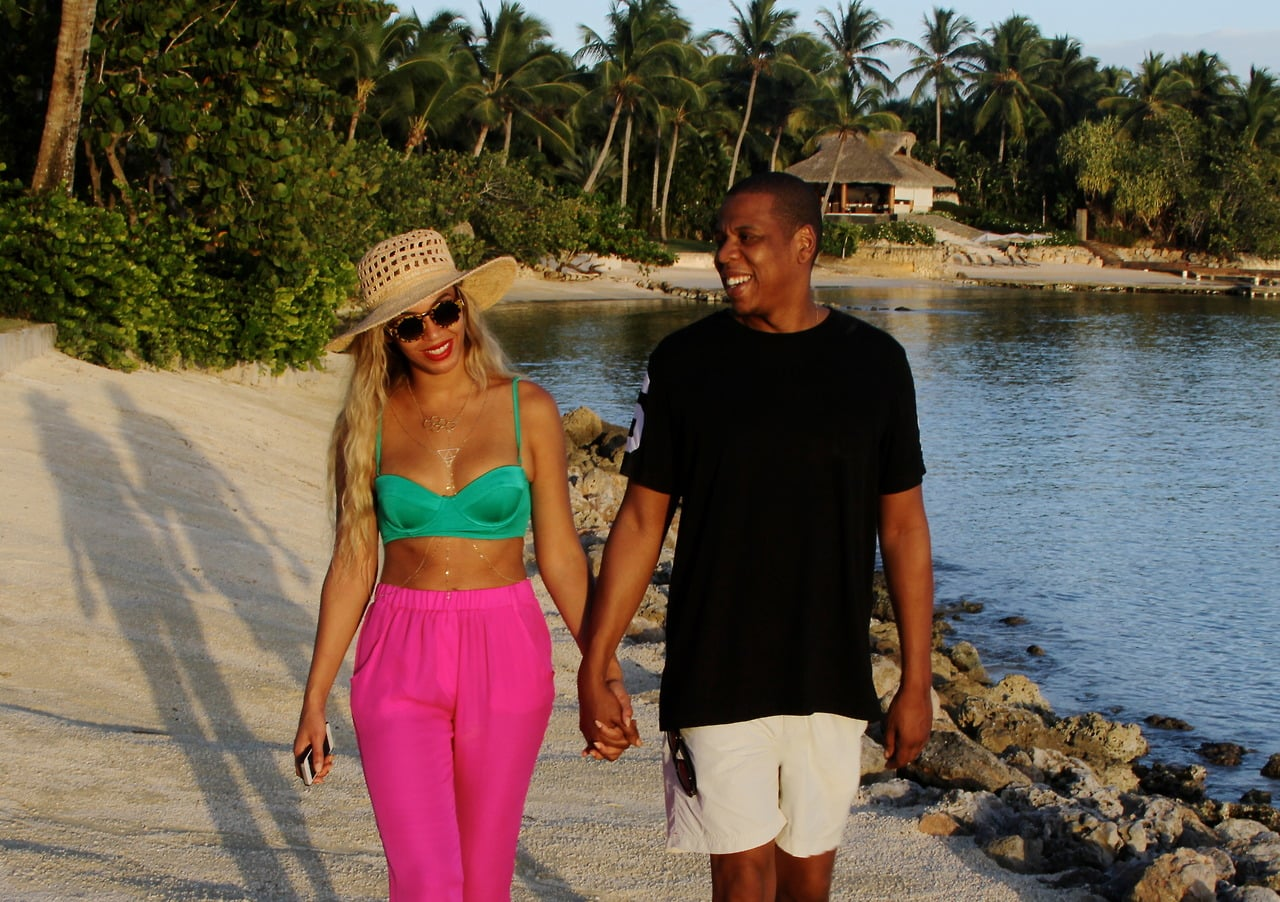For strolling on the sand or in the city, try a crop top and easy silk pants in high-impact hues.  Source: Tumblr user Beyoncé Knowles