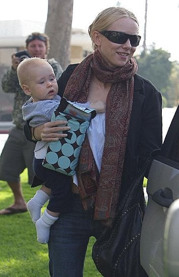 Naomi Watts took her baby, Sasha out for some American sunshine.<br />