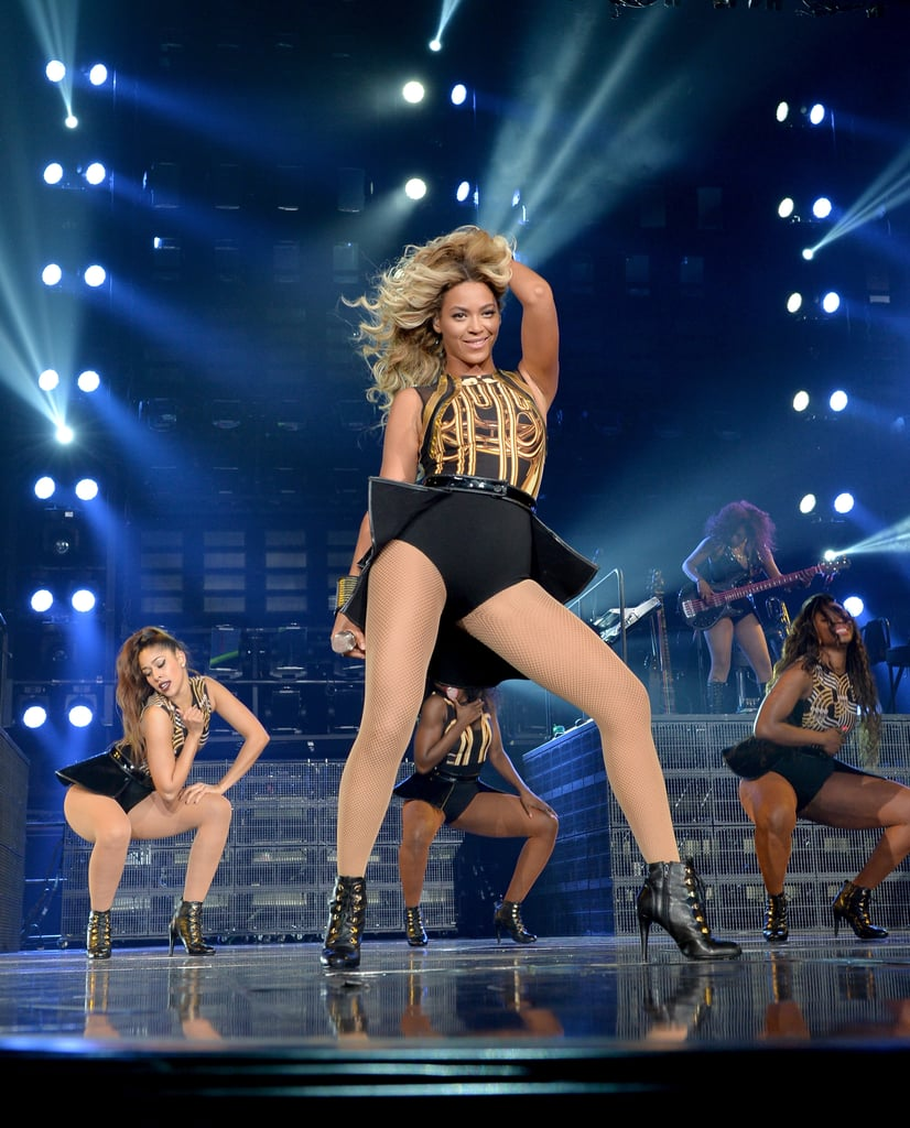 Beyoncé struck a pose with a handful of her backup dancers.
