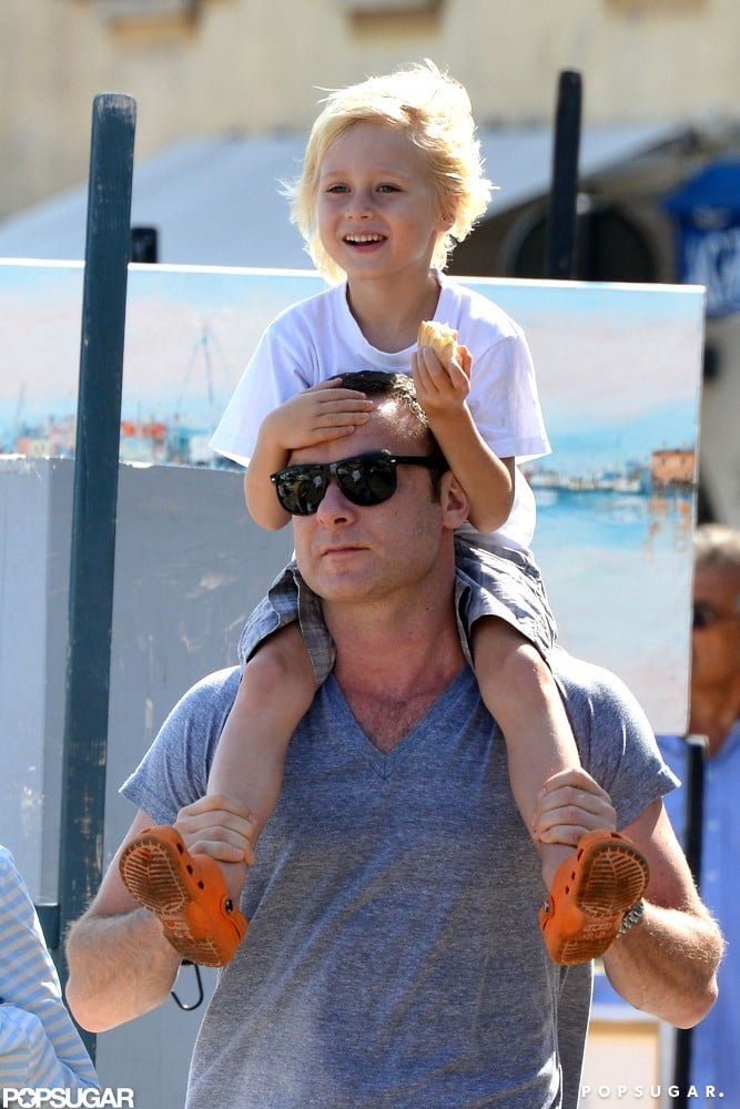Samuel got a lift from his dad, Liev Schreiber, in the South of France.