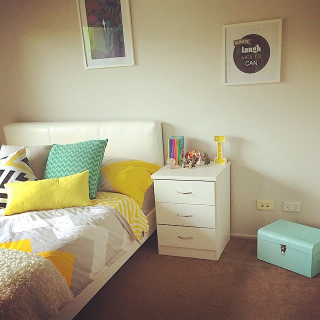 Decorate with frames. | Tween Girl Bedroom Inspiration and Ideas ...
