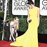 Sophie helped Maisie with her gown on the Golden Globes red carpet in 2017.