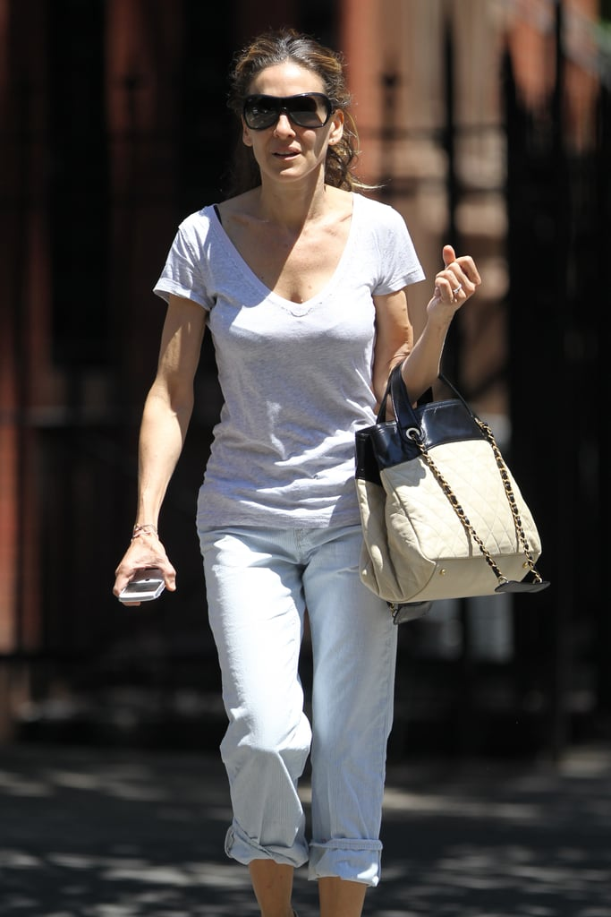 Sarah Jessica Parker wore oversized sunglasses and carried a purse as she ran errands in NYC.