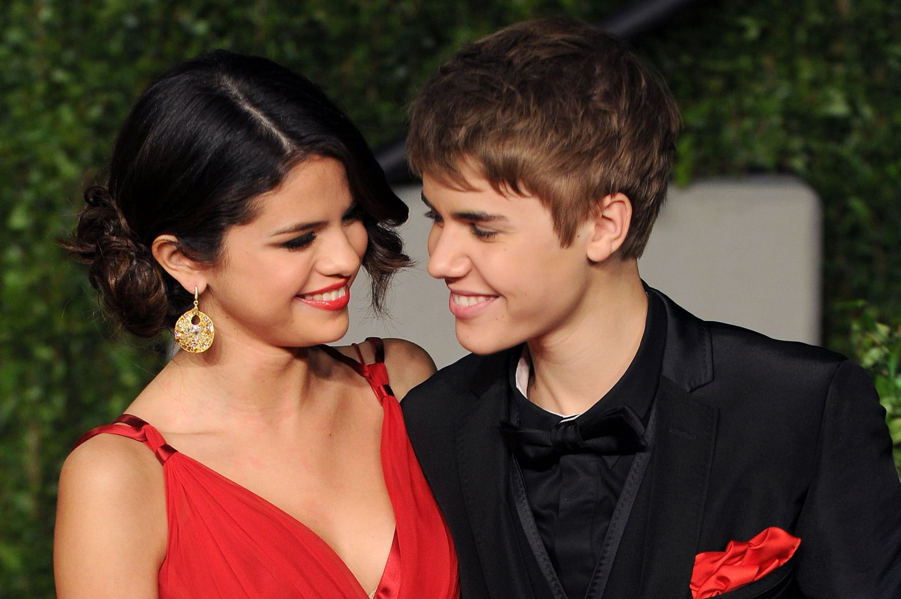 Justin bieber dating selena gomez confirmed