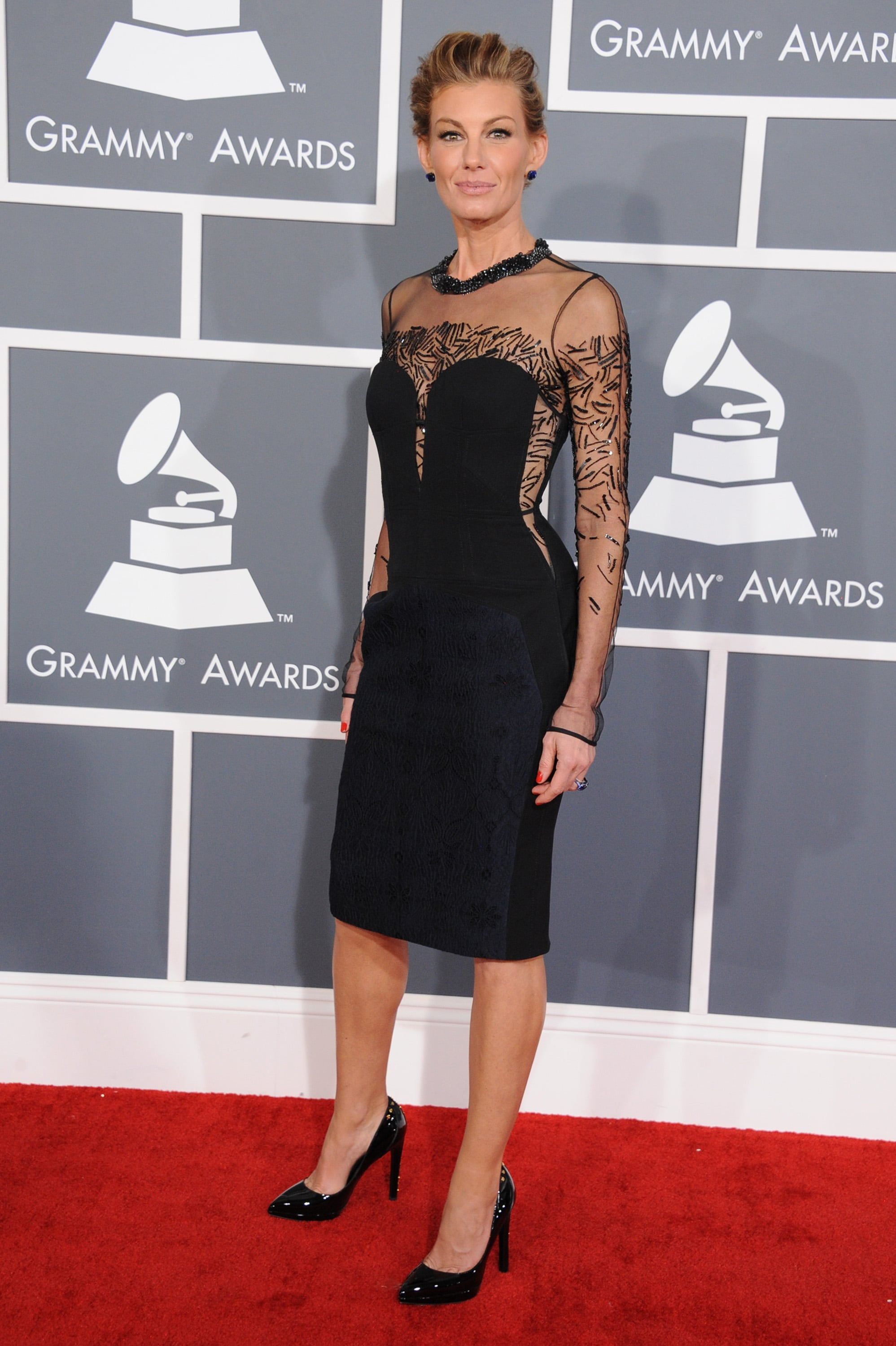 Faith Hill posed on the red carpet before the show.