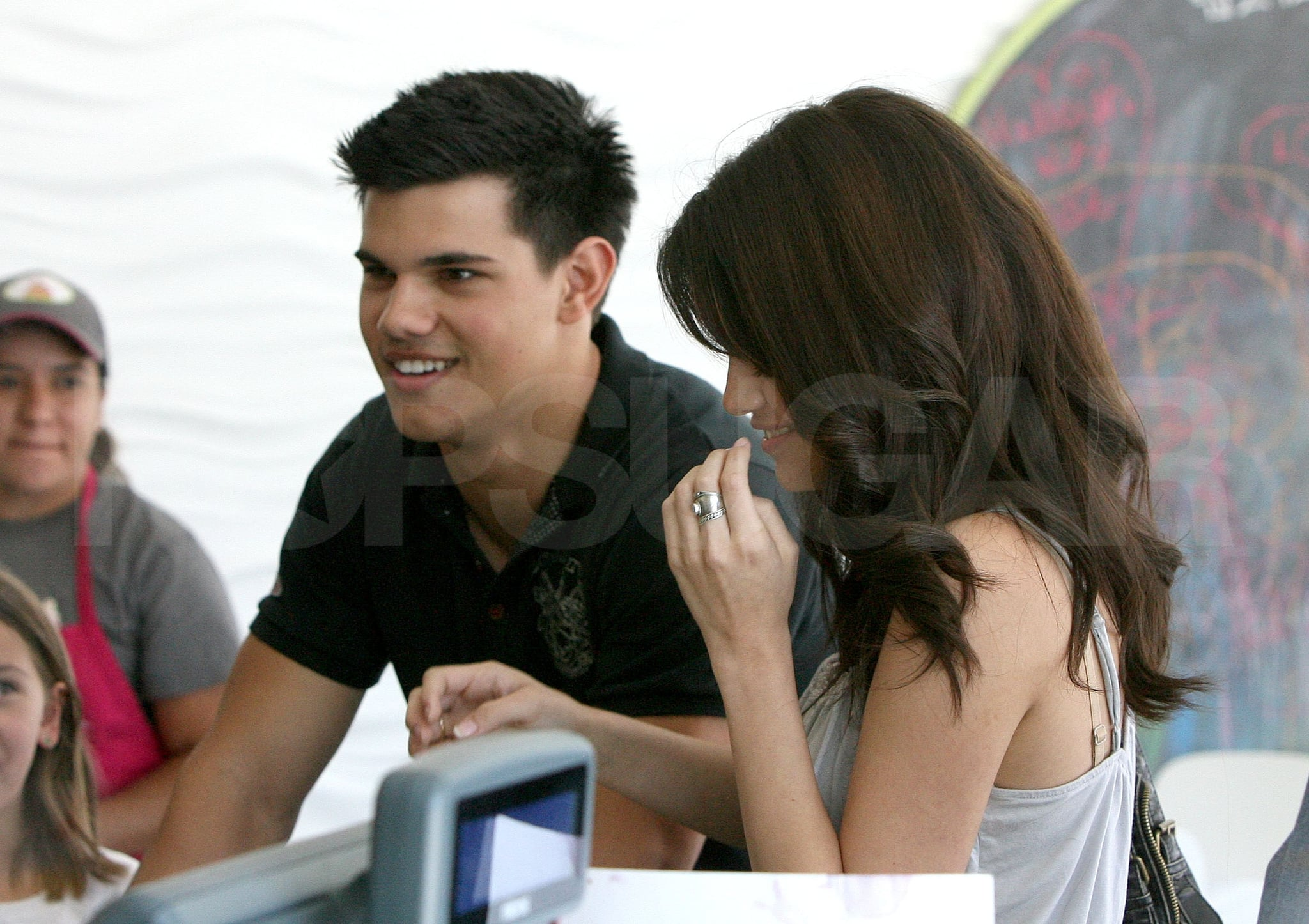 Selena gomez and taylor lautner dating again