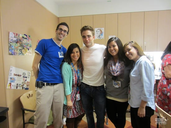 Robert-Pattinson-posed-fans-while-visiting-children