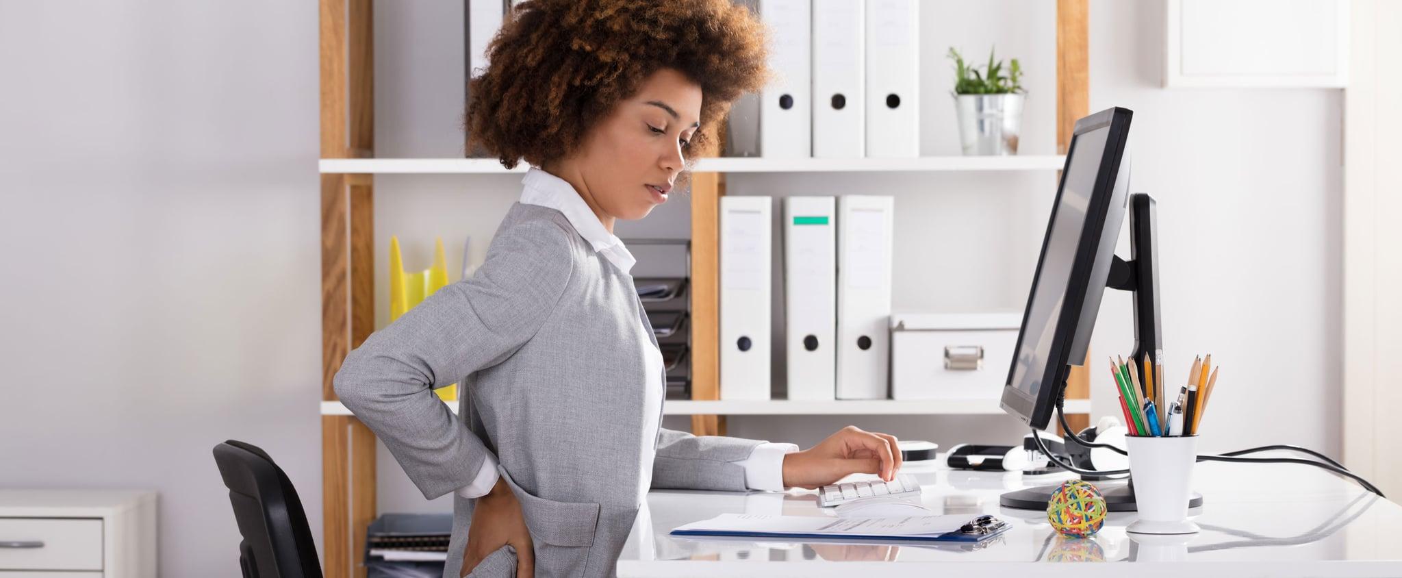 خبير يقدم نصائح حول الوضعيات الصحيحة للعمل من المنزل