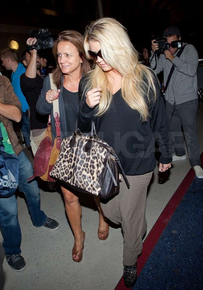 Jessica toted her leopard print bag.
