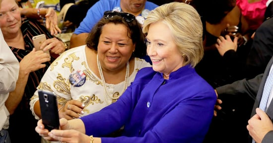 Entire Crowd Turns Its Backs on Hillary Clinton to Take Selfies With Her in Viral Photo