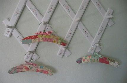 Pimp My Crib: Paper Hangers