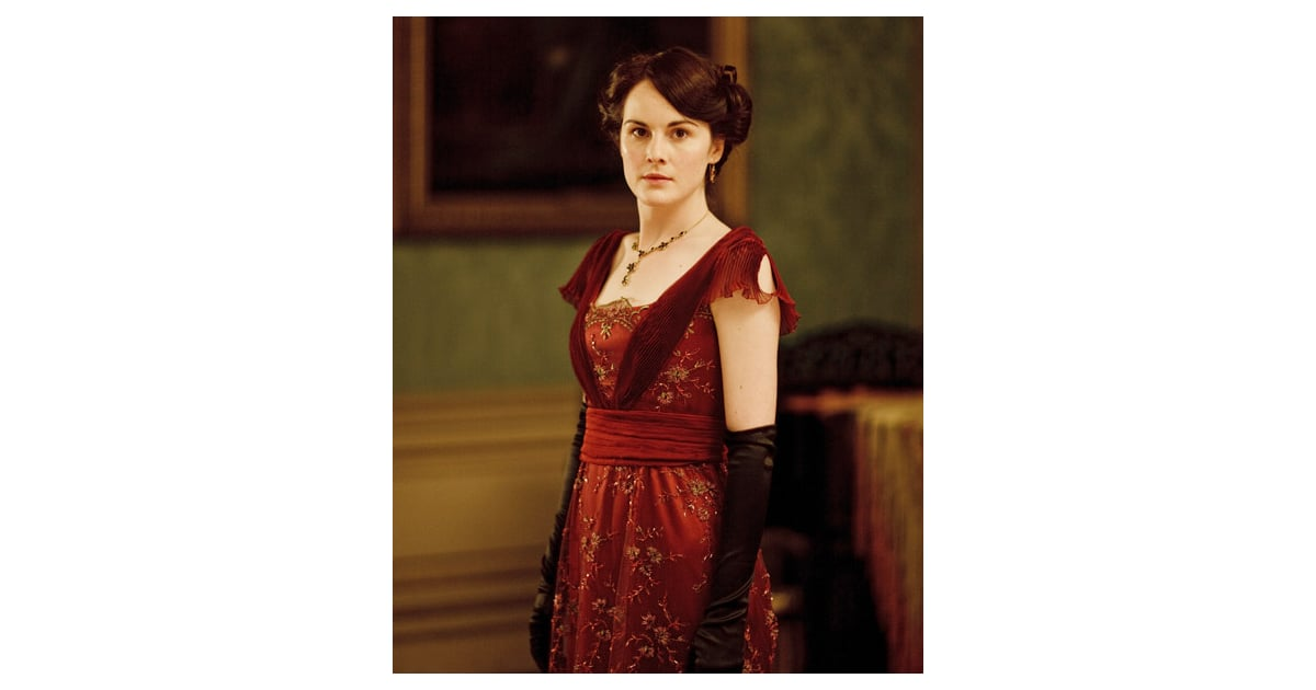 Lady Mary Acquires An Electric Curling Iron During Season