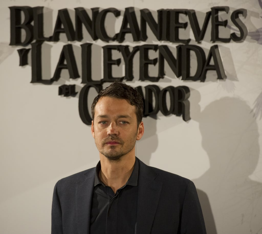 Rupert Sanders gave a serious look at the Snow White and the Huntsman photocall in Madrid.