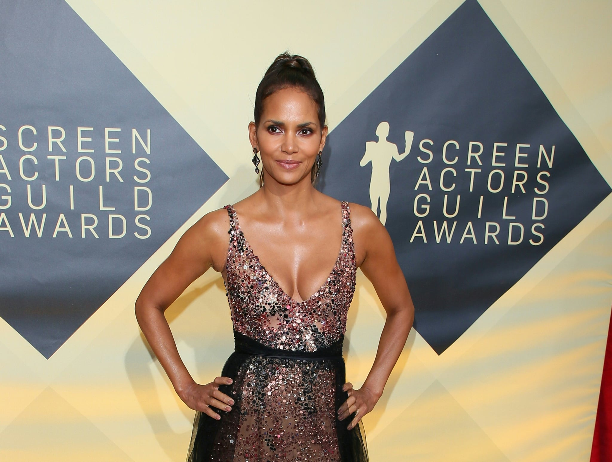 Halle Berry arrives for the 24th Annual Screen Actors Guild Awards at the Shrine Exposition centre on January 21, 2018, in Los Angeles, California. / AFP PHOTO / Jean-Baptiste LACROIX        (Photo credit should read JEAN-BAPTISTE LACROIX/AFP/Getty Images)