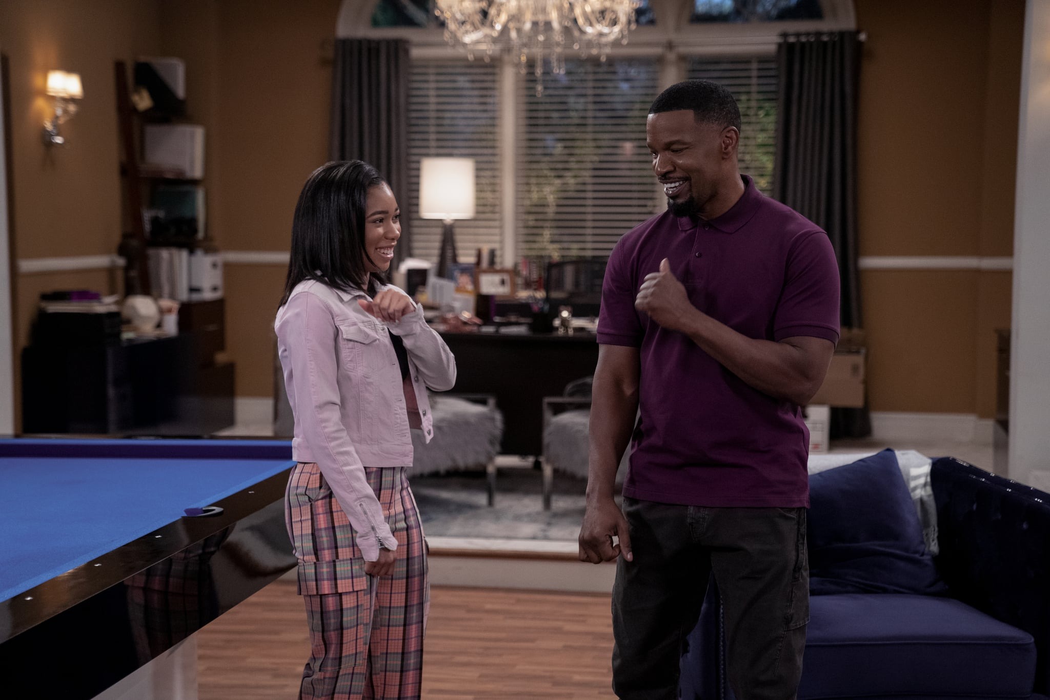 DAD STOP EMBARRASSING ME (L to R) KYLA-DREW as SASHA and JAMIE FOXX as BRIAN in episode 102 of DAD STOP EMBARRASSING ME Cr. SAEED ADYANI/NETFLIX  2021