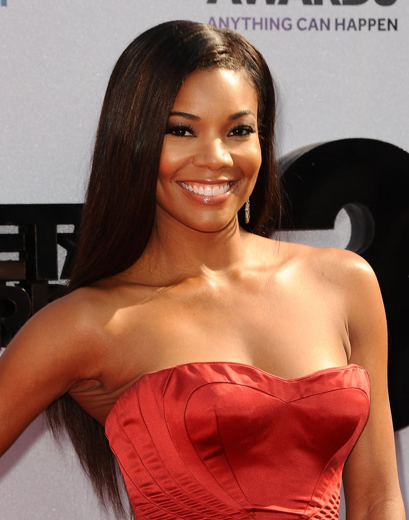 Gabrielle Union wore extralong locks paired with smoky eye makeup and high-shine lip gloss.