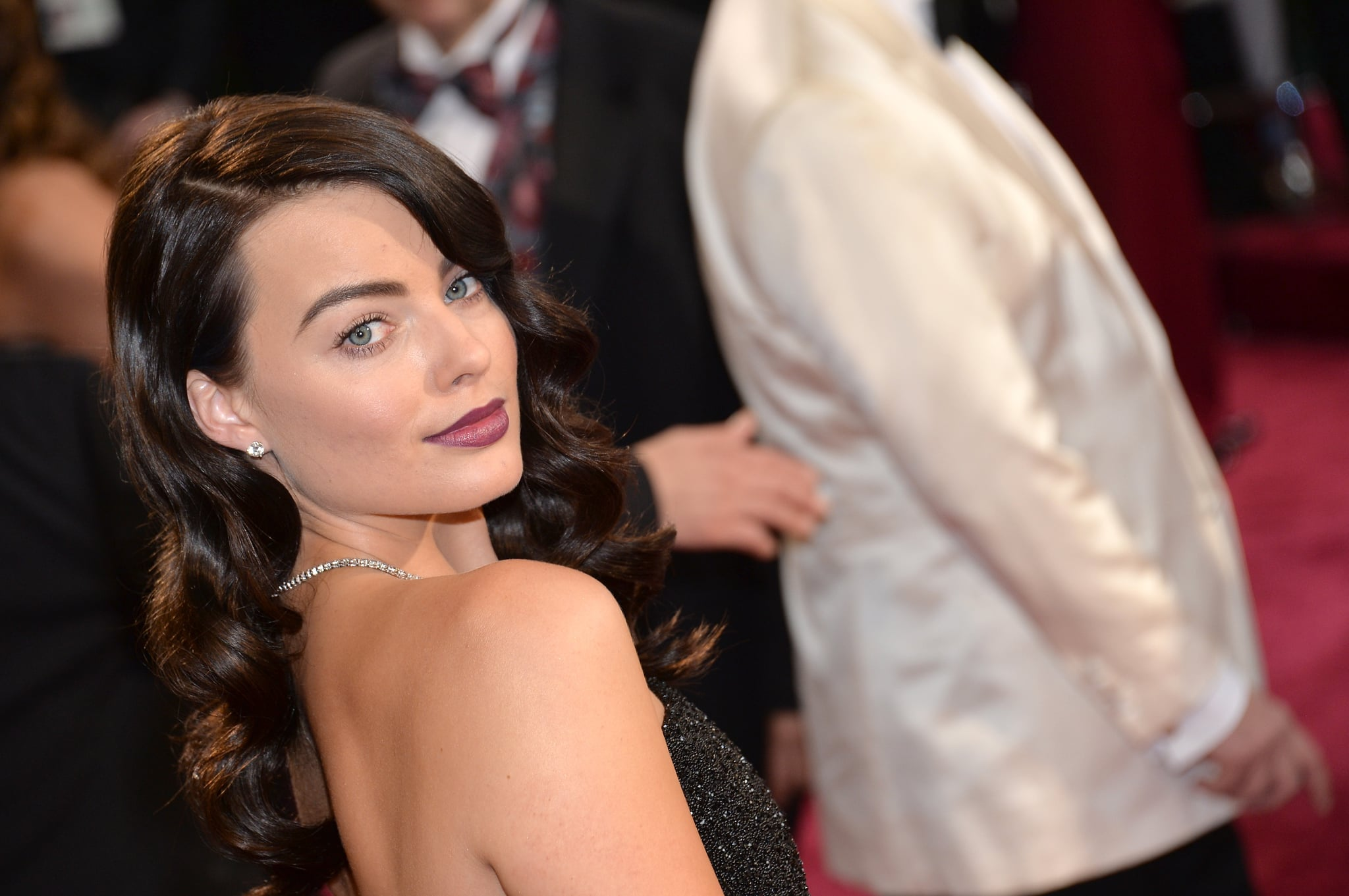 Margot Robbie wore a Forevermark diamond necklace and earrings.