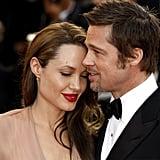 Angelina Jolie kuschelt mit Brad Pitt beim 2009 Cannes Film Festival.
