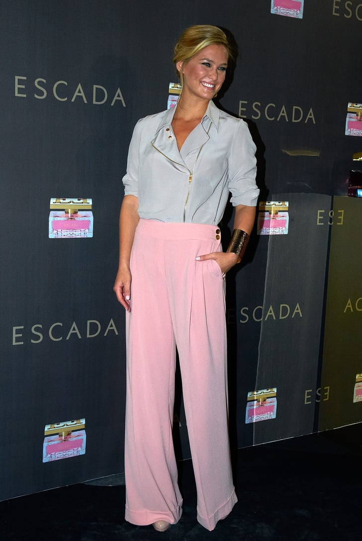 Bar Refaeli wears pink pants in Barcelona.