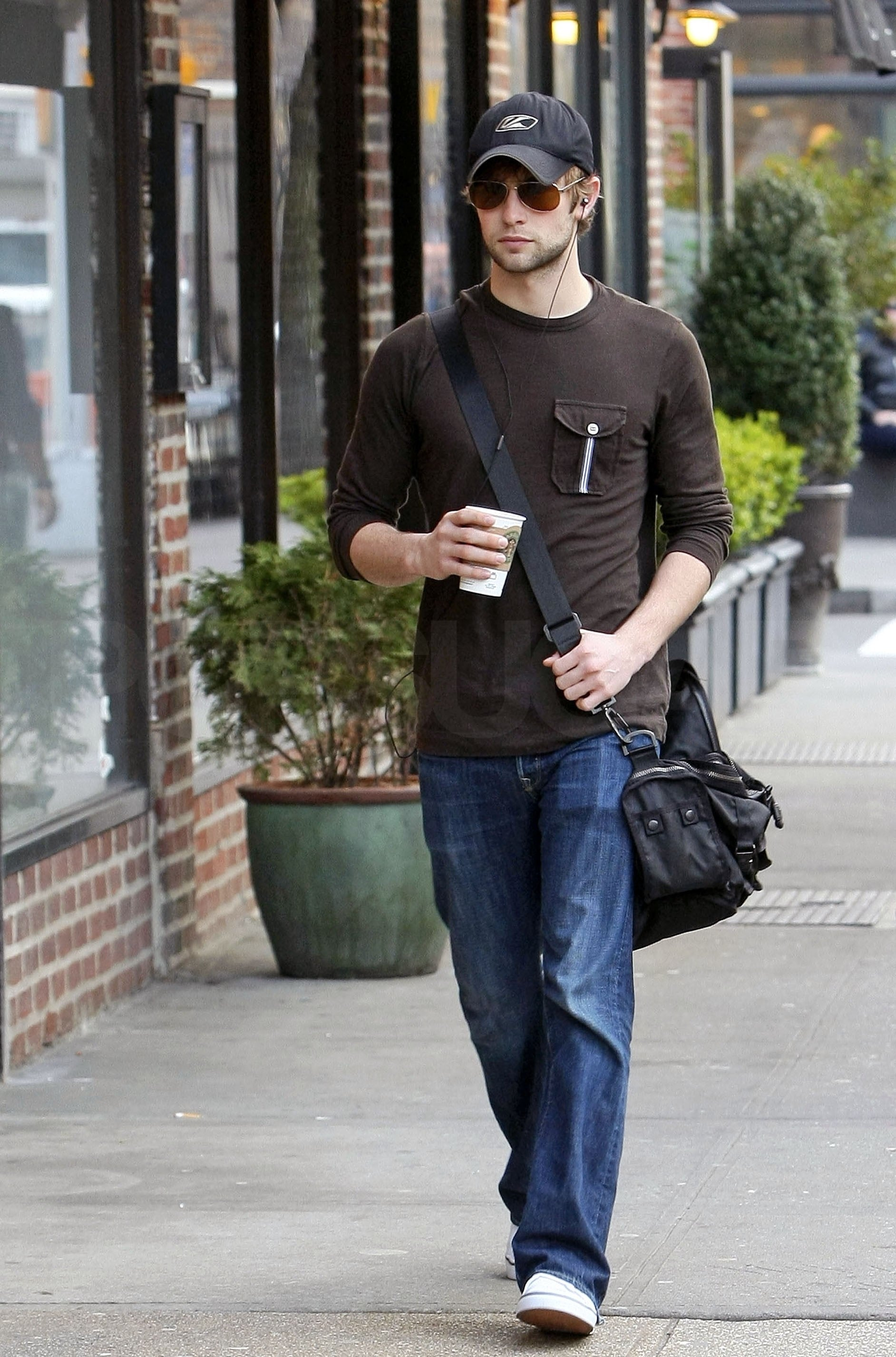 photos of gossip girl u0026 39 s chace crawford out in nyc