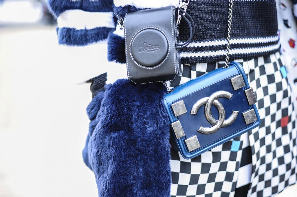 Isn't it just perfect when your little blue Chanel bag matches your cozy blue gloves?! Source: Gorunway