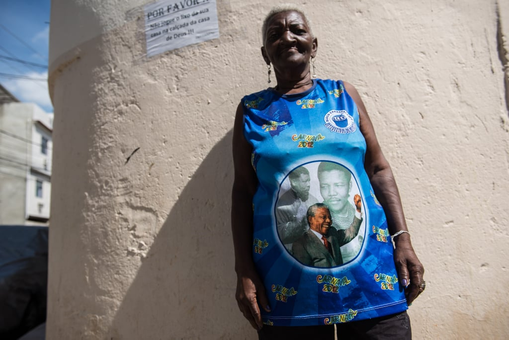 A woman in Brazil paid tribute to his life with her Nelson Mandela shirt.