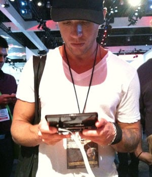 Ryan Phillippe Playing With Nintendo 3DS at E3 2010