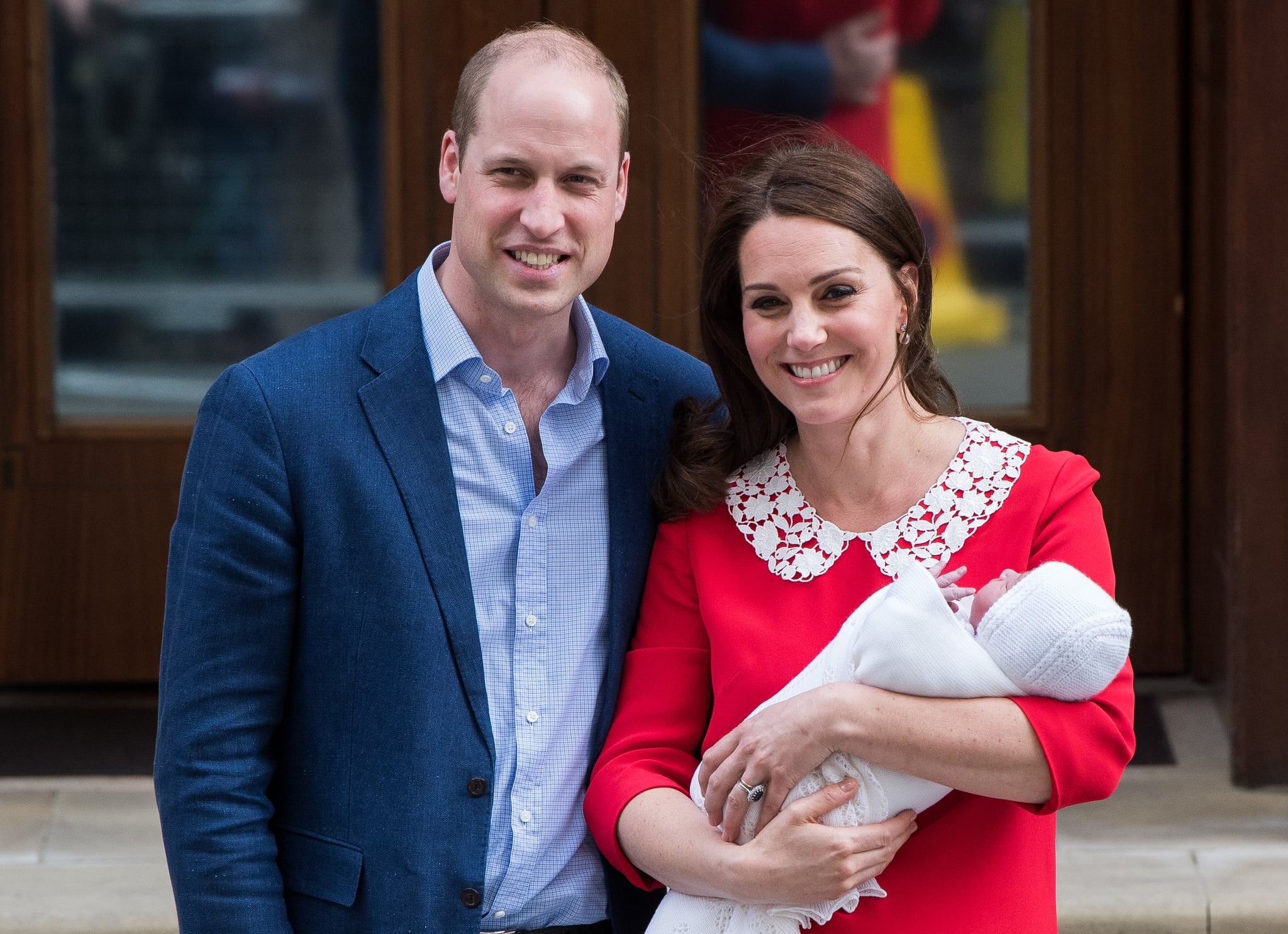 LONDON, ENGLAND - APRIL 23:  Catherine, Duchess of Cambridge and Prince William, Duke of Cambridge depart the Lindo Wing with their newborn son Prince Louis of Cambridge at St Mary's Hospital on April 23, 2018 in London, England. The Duchess safely delivered a son at 11:01 am, weighing 8lbs 7oz, who will be fifth in line to the throne.  (Photo by Samir Hussein/WireImage)