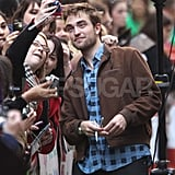 Robert Pattinson got in a picture with a fan.