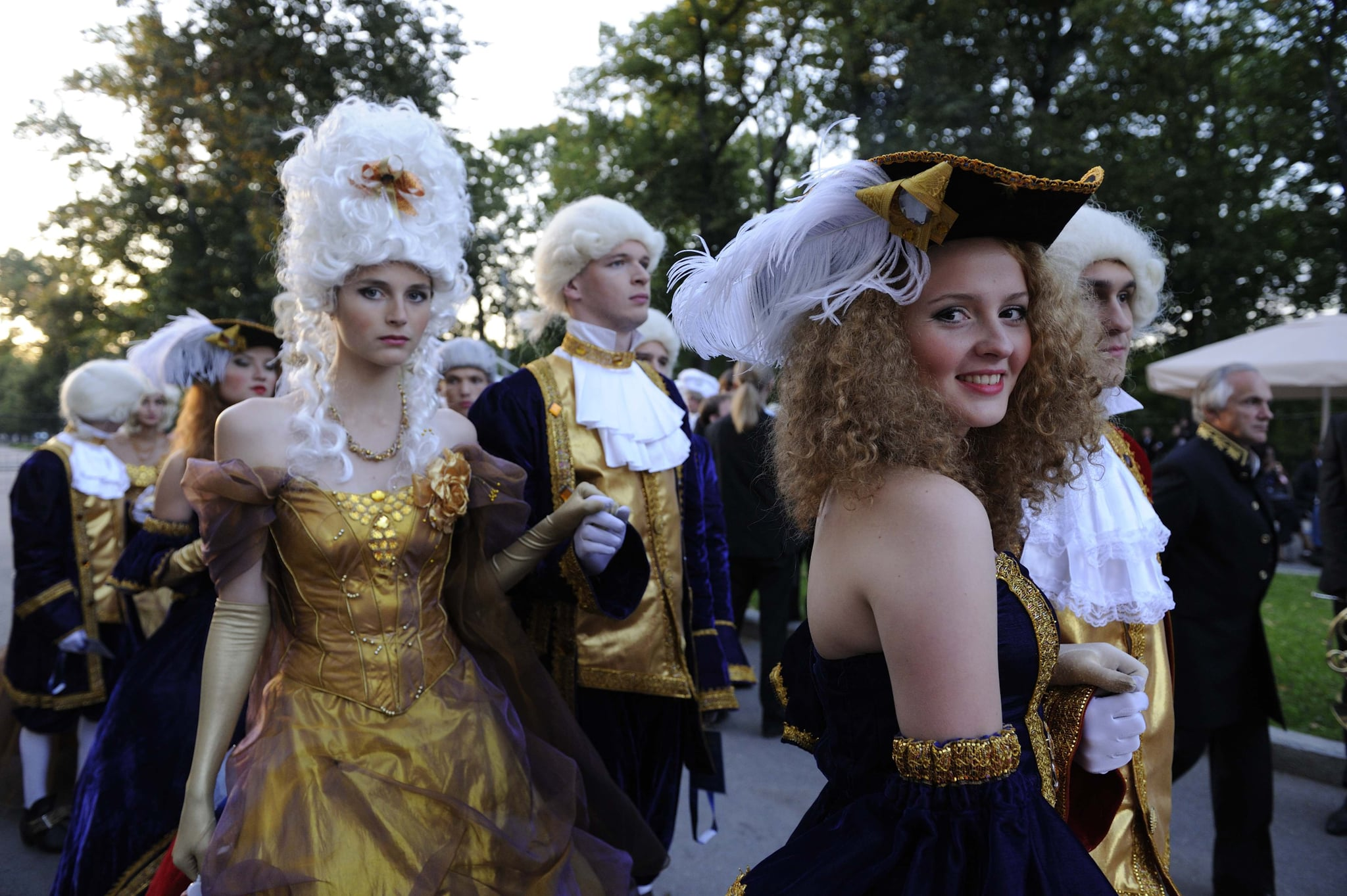 Actors arrived at the luxurious banquet at the Peterhof Palace.